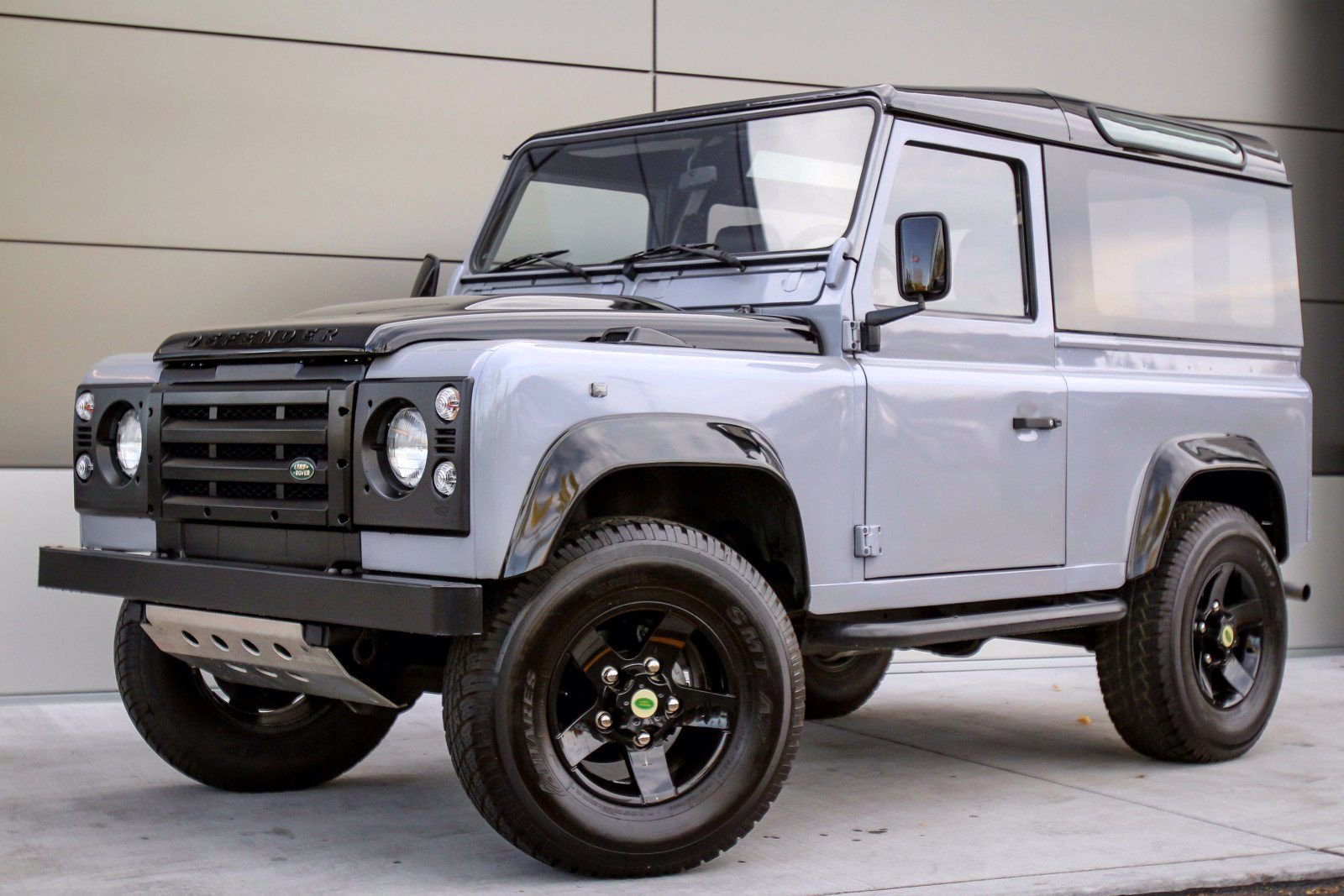 Pre-Owned 1997 Land Rover Defender D90